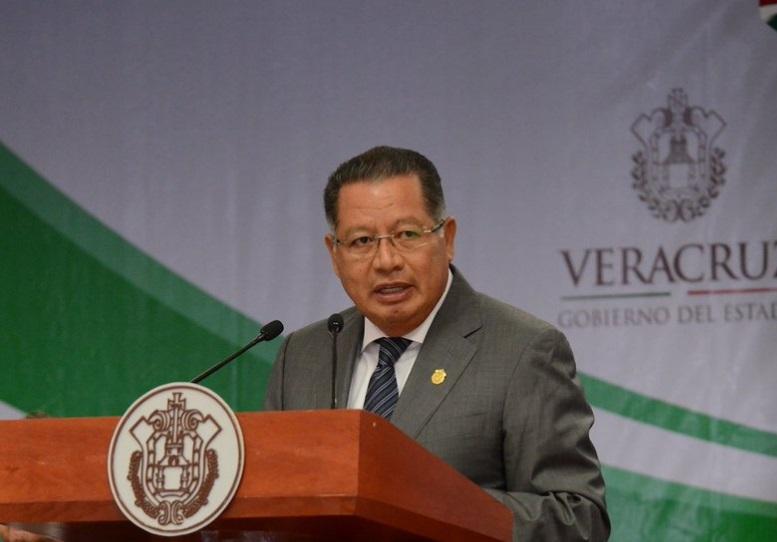 El gobernador interino de Veracruz, Flavino Ríos Alvarado, se hizo cargo del gobierno de Veracruz, el 12 de octubre de 2016 (Twitter @flavino_rios)