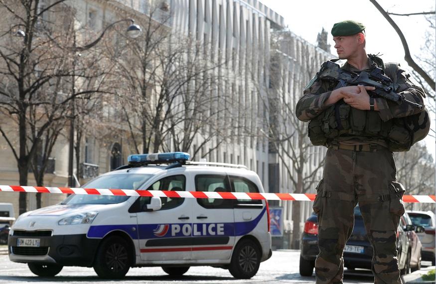 Autoridades francesas resguardan las instalaciones del Fondo Monetario Internacional en París tras ataque (Reuters)