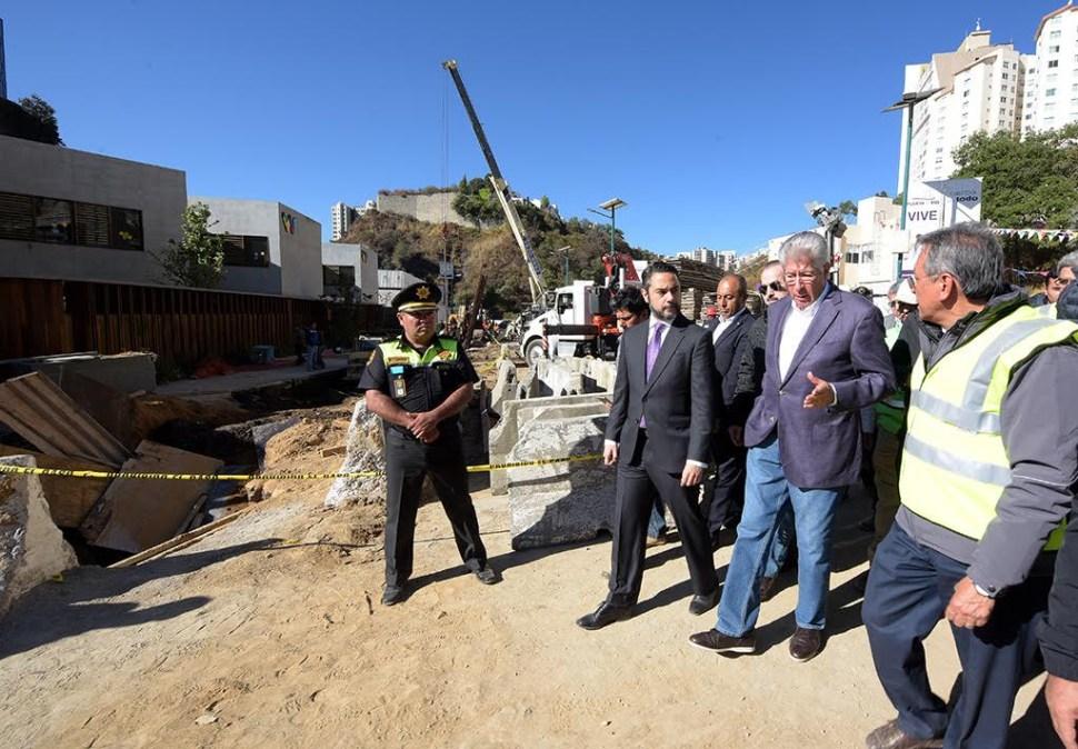 El titular de la SCT acudió al lugar de los hechos para supervisar los trabajos del rescate de las víctimas. (Noticieros Televisa)