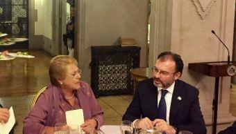 La presidenta de Chile, Michelle Bachelet, y el canciller Luis Videgaray (SRE)
