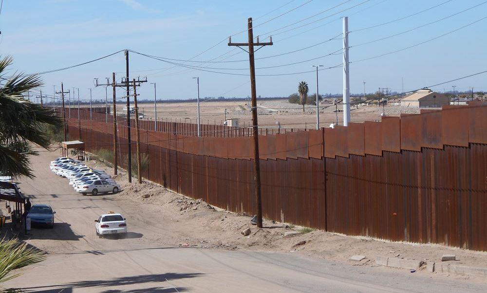 En el aviso, se notifica que la propiedad forma parte del proyecto para la construcción del muro fronterizo y que el Gobierno de Estados Unidos le pagará por cada acre, el equivalente a unos cuatro mil 856 metros cuadrados, la cantidad de dos mil 900 dólares. (Notimex, archivo)