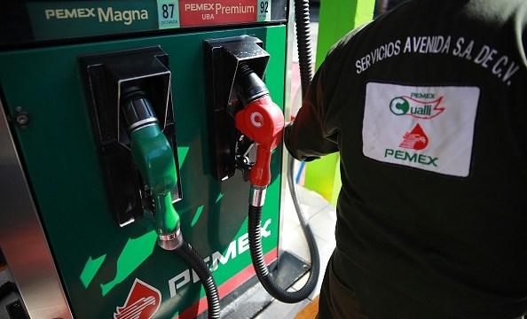 En la CDMX el costo máximo para Magna es de 16.14 pesos (Getty Images/Archivo)