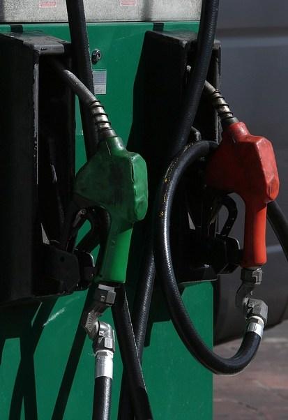 Habrá fluctuación en los precios de las gasolinas y ajustes a la tasa del IEPS por lo que resta del año. (Notimex)