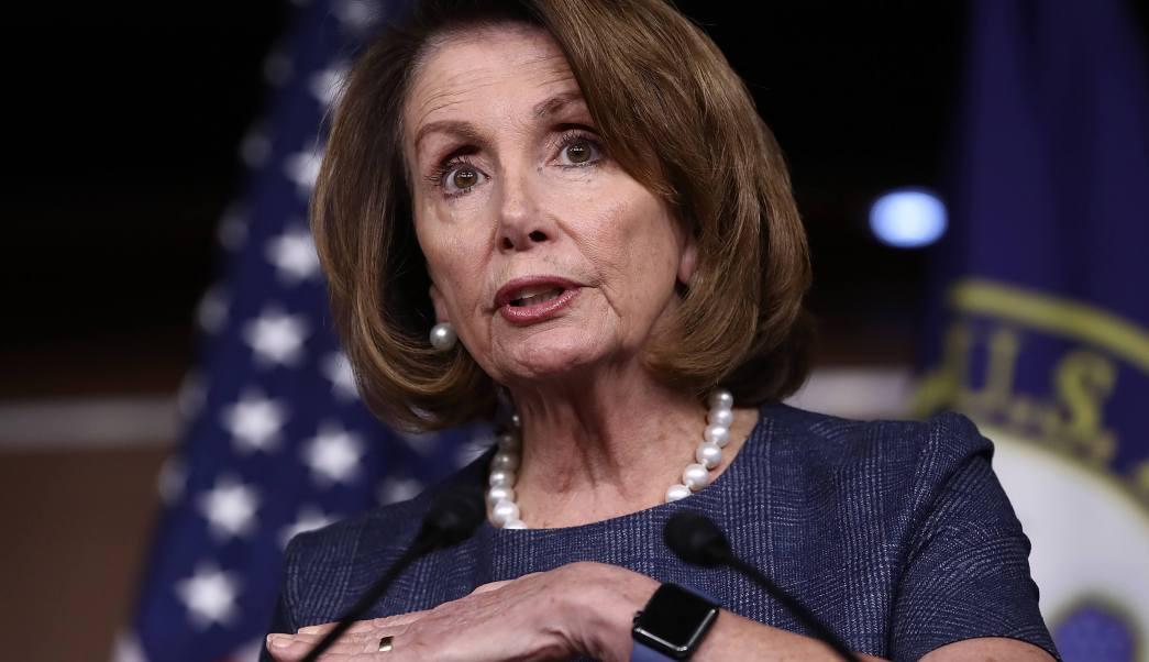Nancy Pelosi responde las preguntas de la prensa en el Capitolio de los Estados Unidos en Washington, DC. (Reuters)