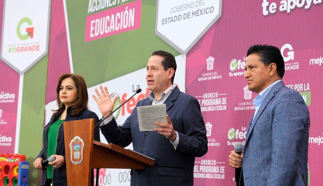 El gobernador Eruviel Ávila, entregó en el Centro de Convenciones de Toluca, apoyos de las acciones por la educación