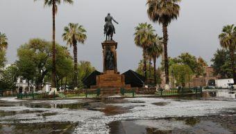 La fuerte lluvia fue provocada por el frente frío 33. (Noticieros Televisa)