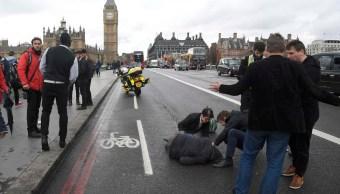 Atienden a una persona herida por un atropellamiento en el puente de Westminster (Reuters)