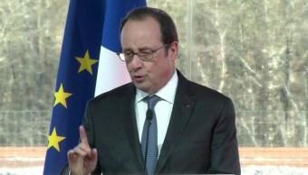 El presidente francés, Francois Hollande, sostiene que en las elecciones presidenciales de su país no sólo está en juego el futuro de Francia, sino también el de Europa, ante el desafío que representa el Frente Nacional. (AP, archivo)