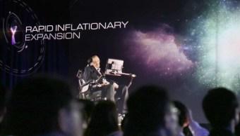 Las nuevas tecnologías permiten que el holograma del científico Stephen Hawking hable con los miembros de una audiencia en Hong Kong (Foto: scmp.com)
