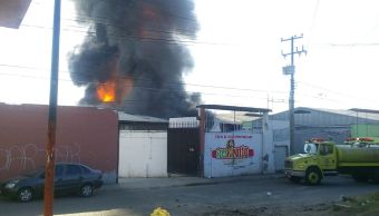 Incendio de bodegas en la Central de Abastos de Morelia, Michoacán. (Noticieros Televisa)