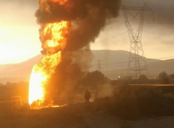 Se incendia ducto por toma clandestina en Puebla. (Noticieros Televisa)