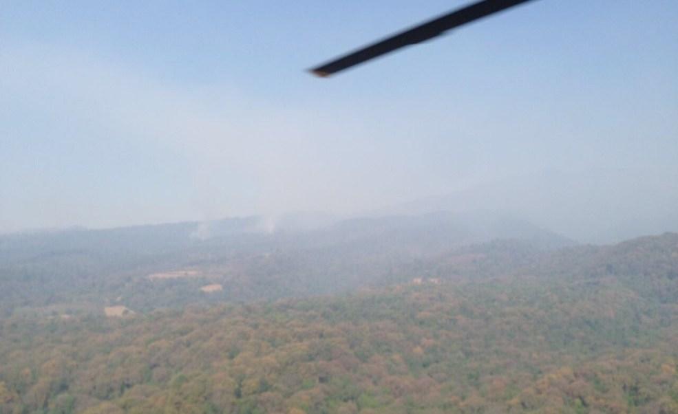 Autoridades de Morelos sobrevuelan los incendios forestales de la región; continúan los trabajos para extinguirlos (Twitter @GobiernoMorelos)