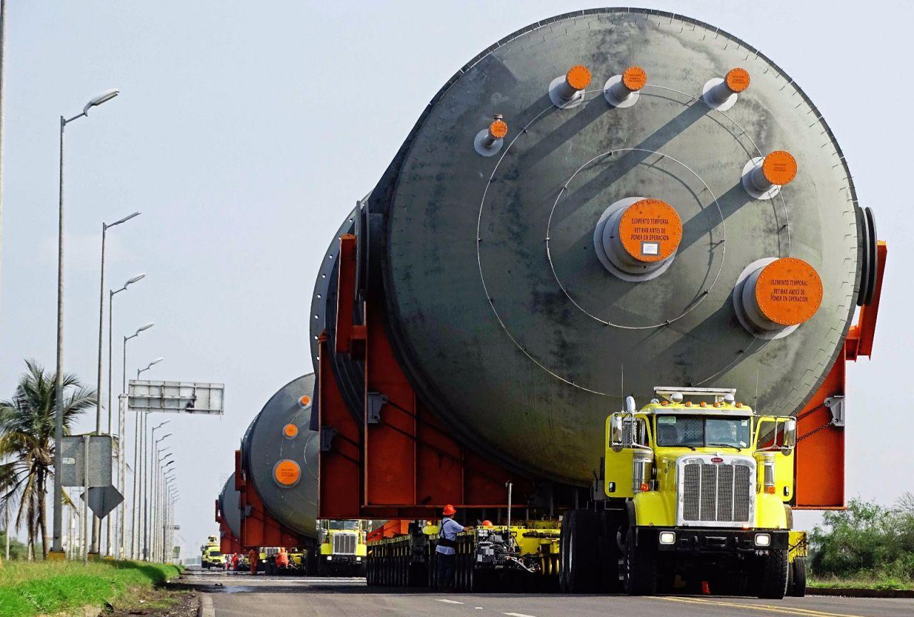 Infraestructura con sobredimensiones que es transportada hacia Tula, Hidalgo; el libramiento noreste de Querétaro será cerrado a la circulación el 2 y 3 de marzo. (SCT)