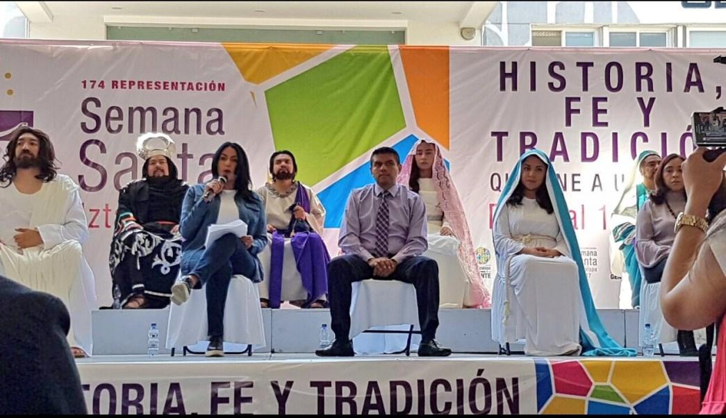 La delegada de Iztapalapa, Dione Anguiano, informa el programa de la 174 representación de la Pasión de Cristo (Twitter @DioneAnguianoF)