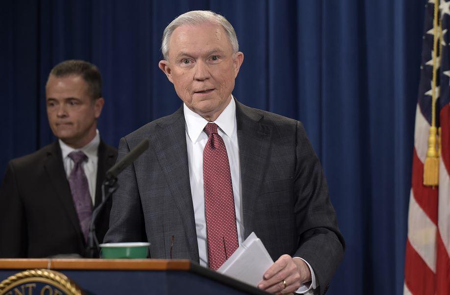 El secretario de Justicia Jeff Sessions ofreció una conferencia de prensa sobre la investigación que realiza el gobierno federal en el caso del hackeo ruso en la elección de Estados Unidos. (AP)