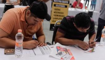 Jóvenes llenan solicitudes de empleo. (Notimex, Archivo)