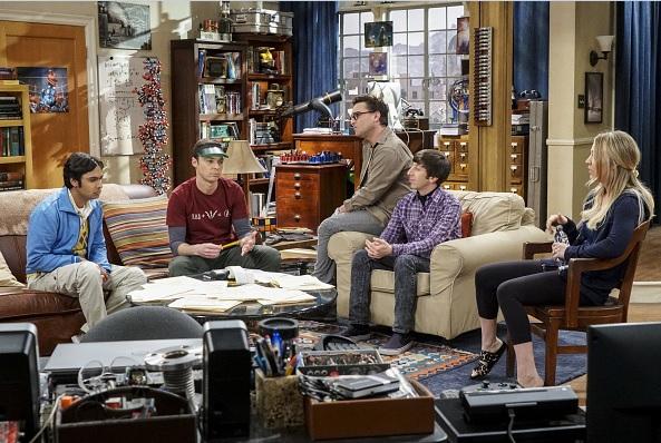 Kunal Nayyar (Rayesh), Jim Parsons (Sheldon), Johnny Galecki (Leonard), Simon Helberg (Howard) y Kaley Cuoco (Penny) miembros originales del elenco.