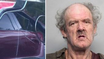 La Policía de Miami Beach detuvo a Timothy Merriam por trazar esvásticas en varios automóviles.