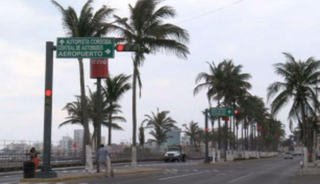 Limpian boulevard del carnaval en Veracruz (Noticieros Televisa)