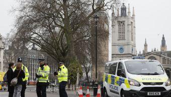 """En una rueda de prensa ante la sede policial, l jefe de la unidad antiterrorista de Scotland Yard, Mark Rowley, indicó que de los dos detenidos, calificados como """"significativos"""", uno fue aprehendido en West Midlands, en el centro de Inglaterra, y otro en el noroeste inglés. (AP)"""