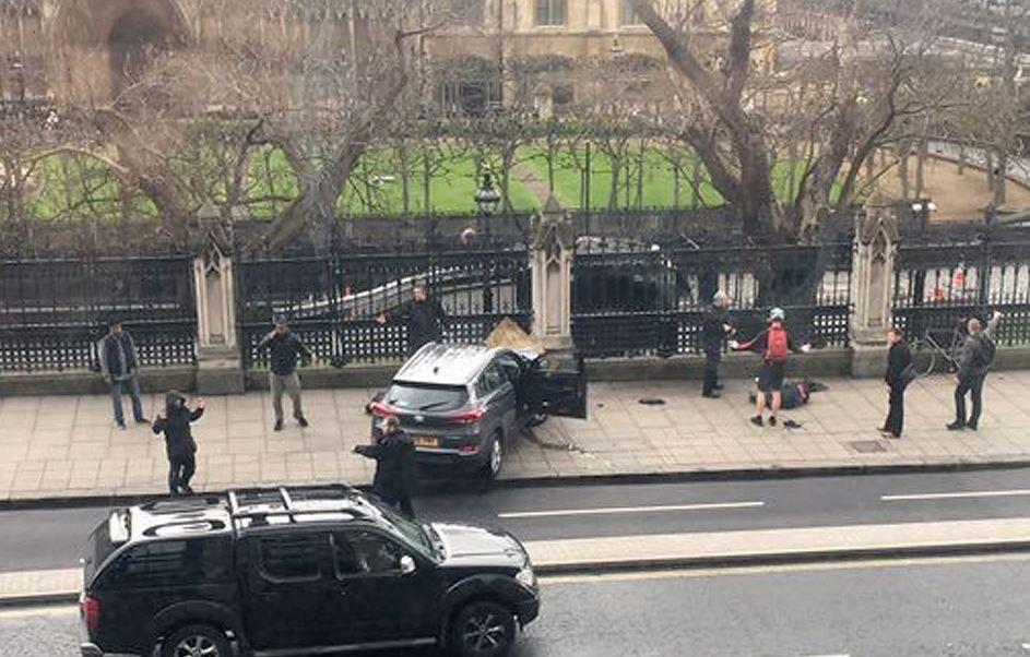 La Policía investiga si el atacante actuó solo o si recibió ayuda. (AP)