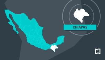 Trabajadores retenidos derriban puertas del Palacio Municipal de Cintalapa