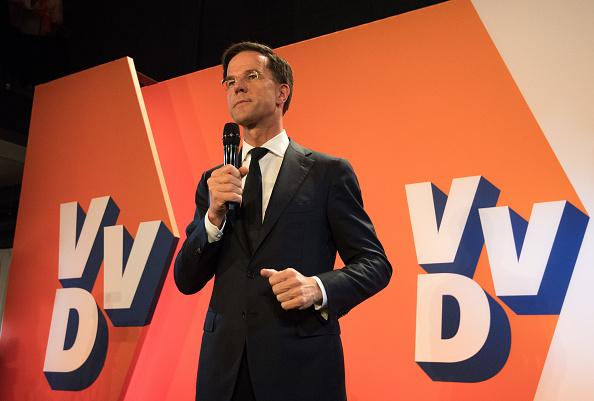 """El partido liberal """"VVD"""" seguirá siendo la primera fuerza, tras ganar 32 escaños, por lo que Mark Rutte seguirá como primer ministro hasta 2021 (Getty Images/Archivo)"""