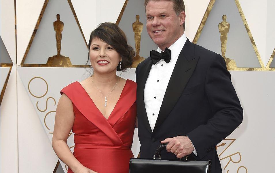 Martha Ruiz y Brian Cullinan, los dos consultores de PricewaterhouseCoopers, responsables del error que se produjo en la ceremonia de entrega del Oscar a la mejor película no volverán a forma parte del equipo que la compañía destina a este evento