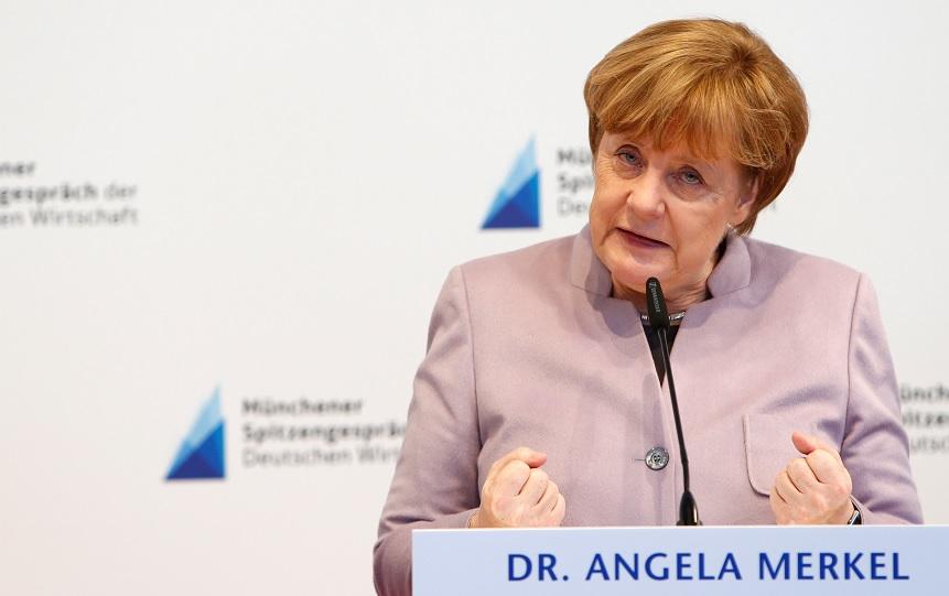 La canciller alemana y líder de la Unión Demócrata Cristiana (CDU) Angela Merkel habla durante un discurso (Reuters)