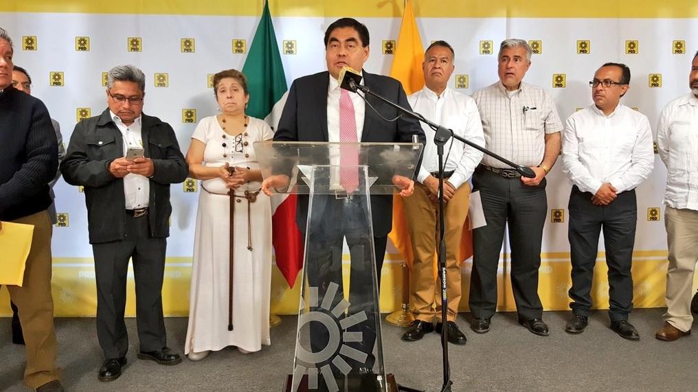 Miguel Barbosa, líder de la bancada del PRD en el Senado.