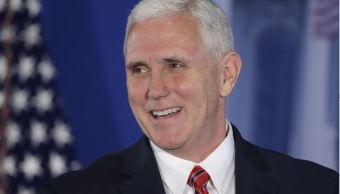 El vicepresidente, Mike Pence, fue el invitado de honor en la cena anual del Club y Fundación Gridiron; la mayor parte de la velada transcurrió con bromas sobre Hillary Clinton, las filtraciones en la Casa Blanca y la supuesta interferencia de Rusia en los comicios presidenciales. (AP)