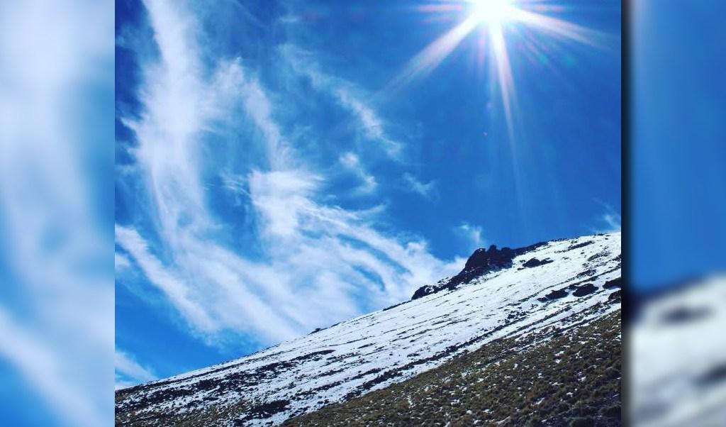 Postal de la montaña la Malintzi, en Tlaxcala; autoridades piden a los visitantes no subir hasta la parte más alta (Twitter @SECTURTlaxcala)