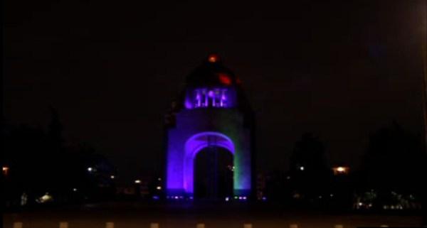 Monumento a la Revolución iluminado de morado por el Día Internacional de la Mujer; en varios inmuebles se conmemora la fecha