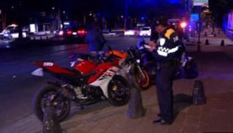 Elementos de la Policía de la Ciudad de México detienen a varios motociclistas en Reforma y Gandhi (Noticieros Televisa)