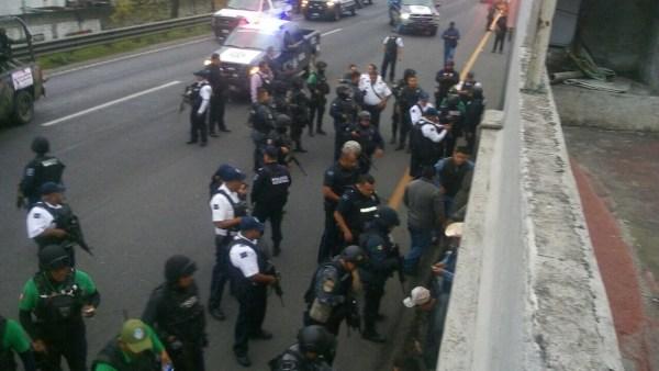 Movilización policíaca tras ataque a la comandancia de la Policía Federal de Río Blanco. (Noticieros Televisa)