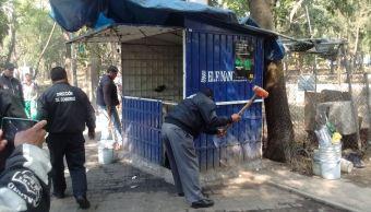 Los puestos ambulantes retirados se encontraban en las inmediaciones del Metro Auditorio. (@SeGobCDMX)