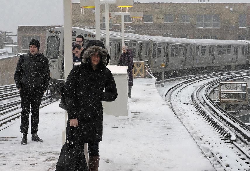 En el área de Chicago y gran parte de Illinois cae nieve como parte de una tormenta que golpea el Medio Oeste estadounidense (AP)