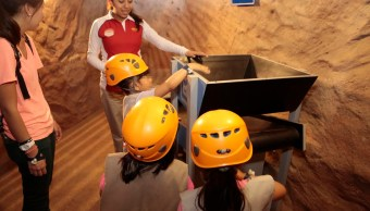 Niños del penal de Santa Martha visitan centro recreativo en la Ciudad de México. (Noticieros Televisa)
