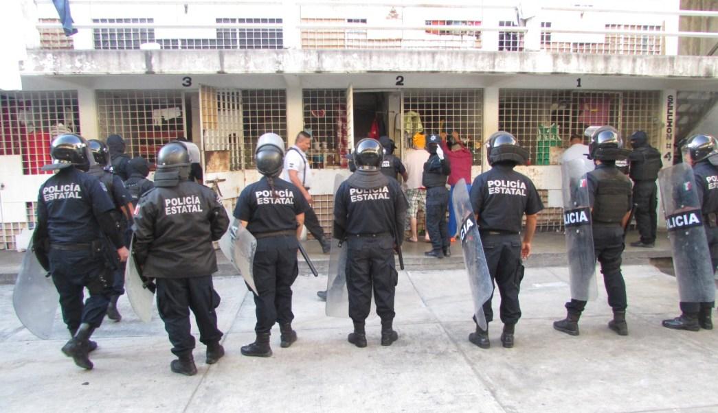 Autoridades de Colima realizan un operativo en el Cereso; hallan armas y drogas (SSP-Colima)