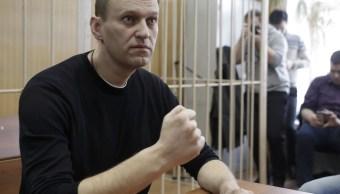 El líder de la oposición rusa Alexei Navalny asiste a una audiencia tras ser detenido en la protesta contra la corrupción y exigir la renuncia del primer ministro Dmitry Medvedev (Reuters)