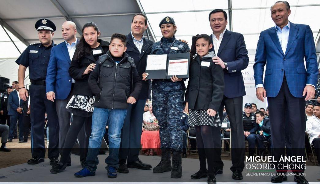 La sociedad mexicana está en deuda y debe estar agradecida con la Policía Federal señaló el gobernador, Eruviel Ávila (Twitter/@osoriochong)