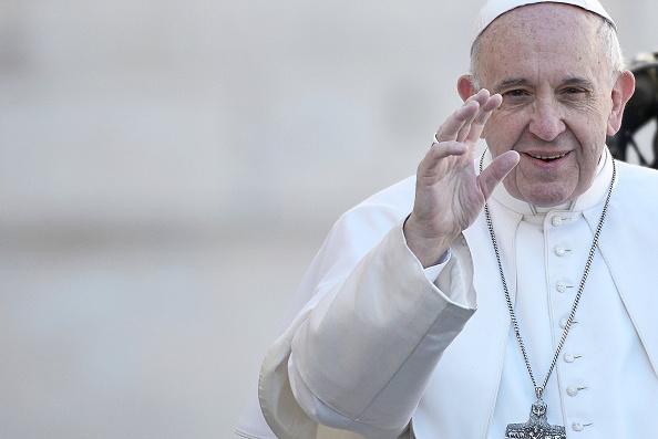 El papa Francisco acude a su audiencia semanal en la Plaza de San Pedro; el líder religioso visitará Colombia en septiembre (Getty Images, archivo)