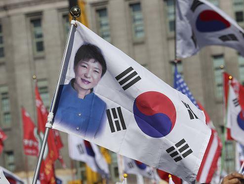 La presidenta de Corea del Sur fue destituida de manera unánime por el Tribunal Constitucional. (AP)