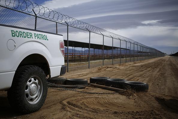 El proyecto de presupuesto propone reforzar la fuerza de seguridad en la frontera con México. (Getty Images)