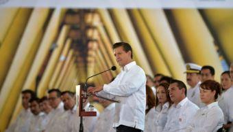 Durante su mensaje, Peña Nieto felicitó al gremio petrolero y explicó la necesidad de abrir el sector energético a la iniciativa privada (Presidencia de la República)