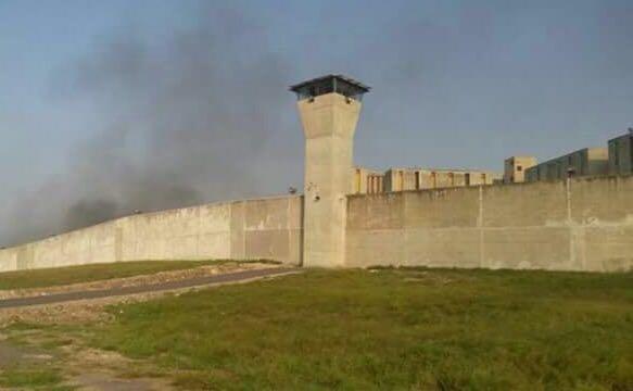 En la protesta del lunes, reos quemaron colchones al interior del penal. (Noticieros Televisa)