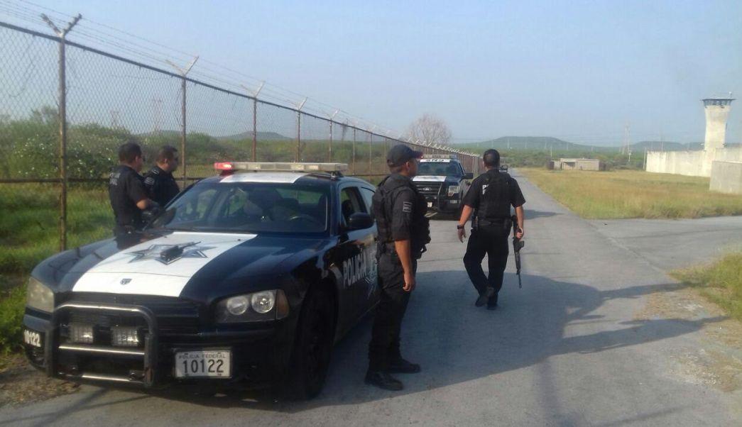Policías vigilan penales de Nuevo León. (Twitter @yadithvaldez)