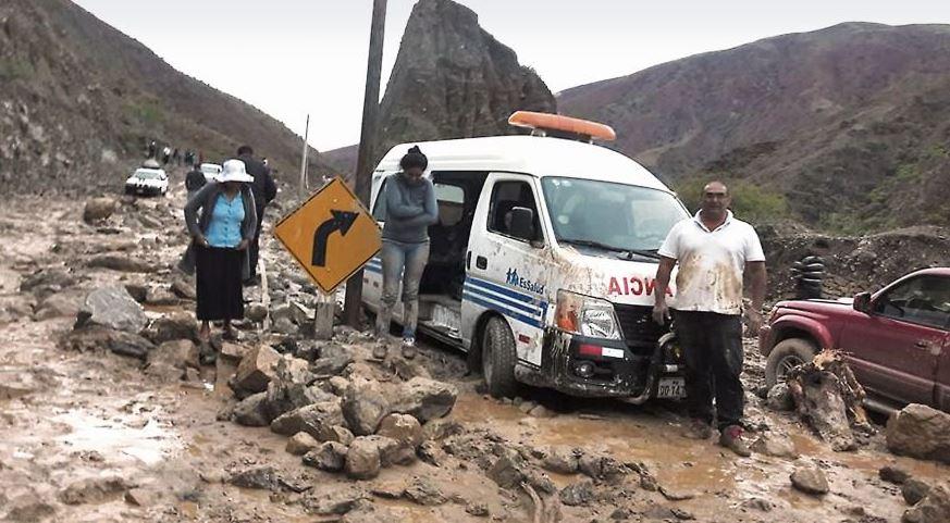 Carreteras han sido afectadas por las inundaciones y deslizamientos de tierra en Perú (Twitter @sociedad_ECpe)