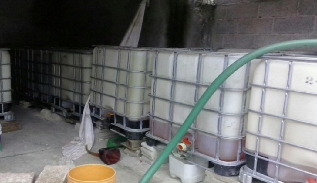 En Villa Aldama, Veracruz, la delegación estatal de la PGR llevó a cabo un cateo en el que aseguraron cerca de cuatro mil litros de hidrocarburo.