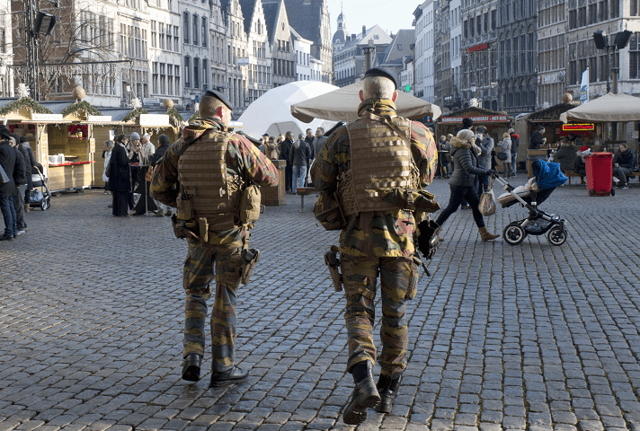 Policías en Amberes, Bélgica. (AP, archivo)